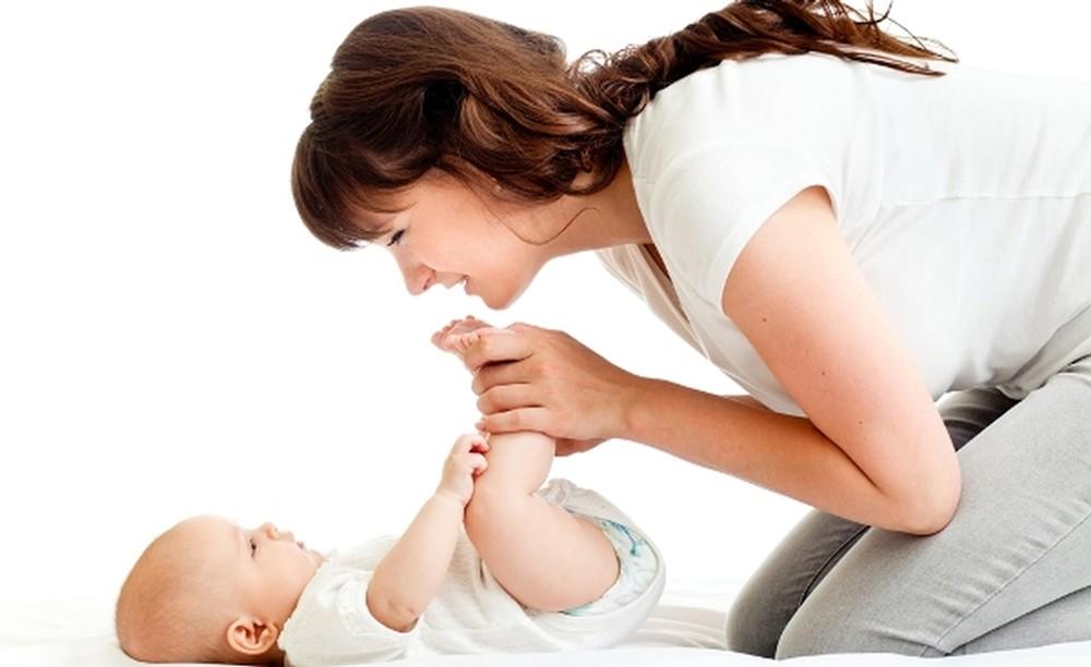 طفلك يعاني من الإمساك؟.. اليك 7 علاجات منزلية سهلة