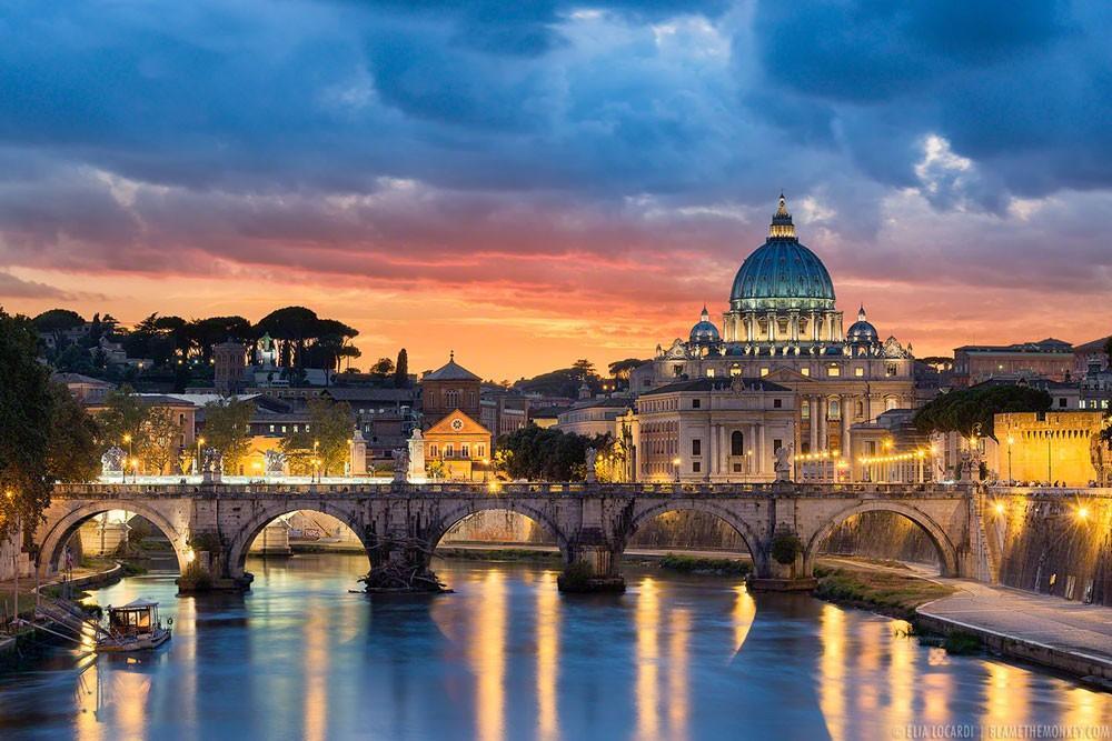 موديز تخفّض تصنيف إيطاليا بسبب عجز الموازنة والدين العام
