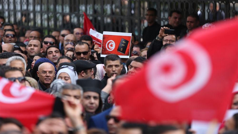 اتحاد الشغل التونسي يلغي إضراباً بعد اتفاق مع الحكومة لرفع الأجور