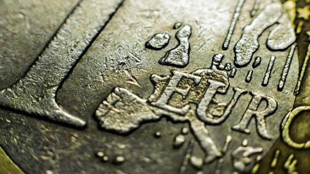 اليورو تحت رحمة تطورات الديون الإيطالية