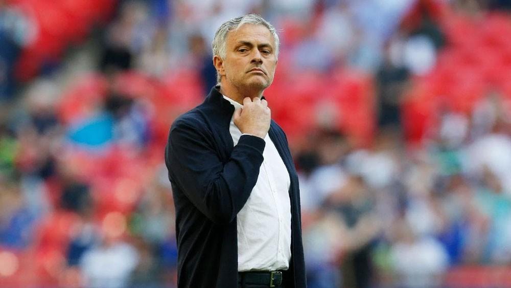 مورينيو يرد على ريال مدريد.. ويقول : مستقبلي مع يونايتد
