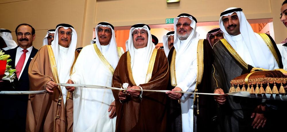 بالصور : سمو الشيخ علي بن خليفة يفتتح معرض الاتحاد الخليجي للتكرير العالمي