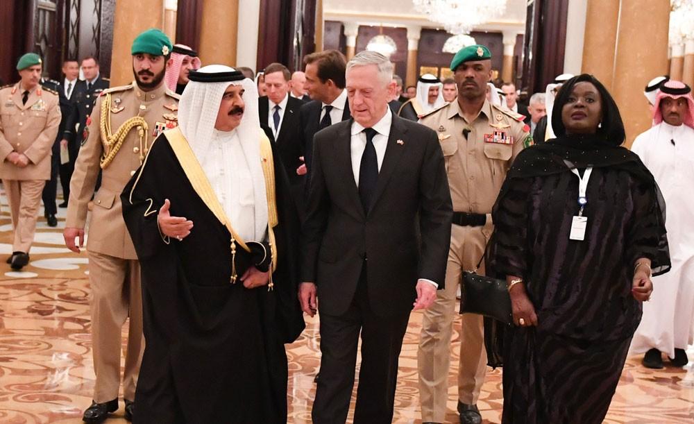 """جلالة الملك المفدى يستقبل كبار المشاركين في المؤتمر الرابع عشر للأمن الإقليمي """"حوار المنامة"""""""