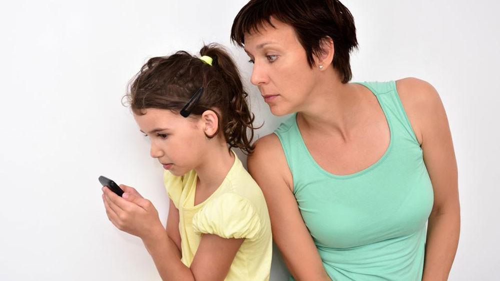 لماذا يفضل أطفالنا دردشة الإنترنت بدل اللقاء المباشر؟