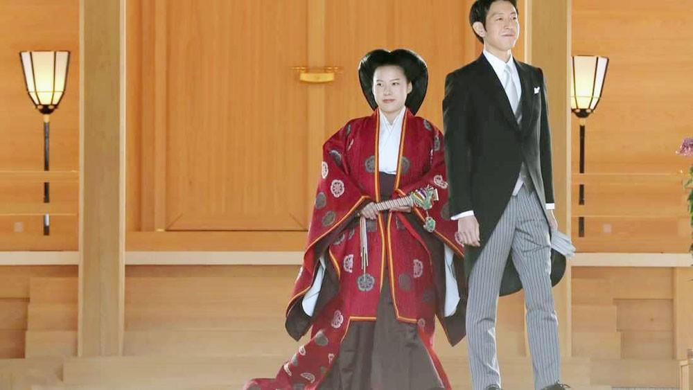 أميرة يابانية تتزوج رجلا من العامة.. وتخسر لقبها