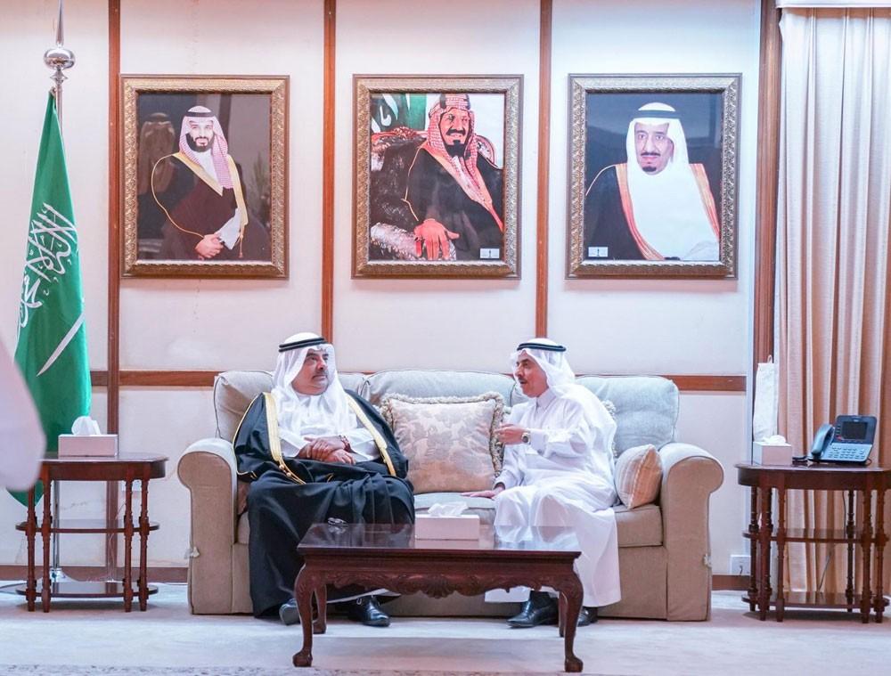 سمو الشيخ سلمان بن خليفة يزور مجلس السفير السعودي في مقر السفارة