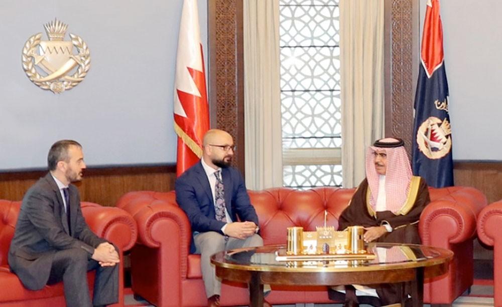 وزير الداخلية يؤكد أهمية التعاون وتبادل الخبرات في مجال العمل الأمني