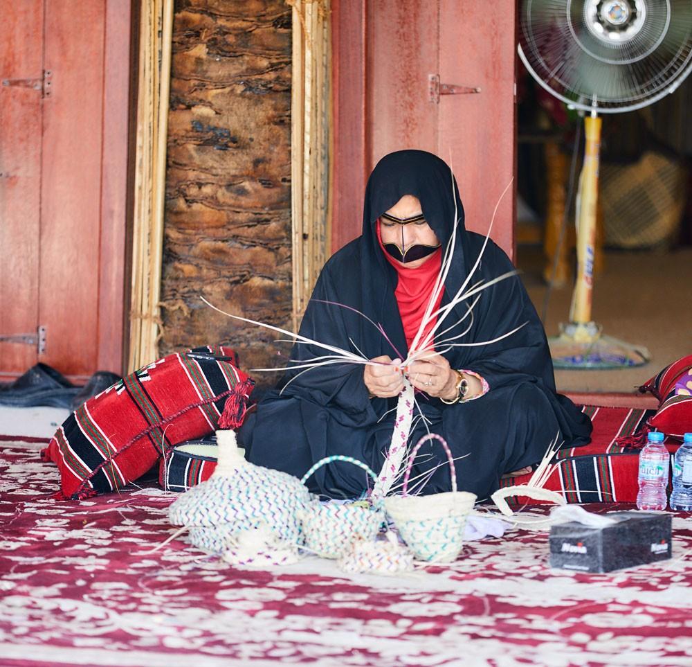 تواصل فعاليات مهرجان الحرف والصناعات التقليدية في العين