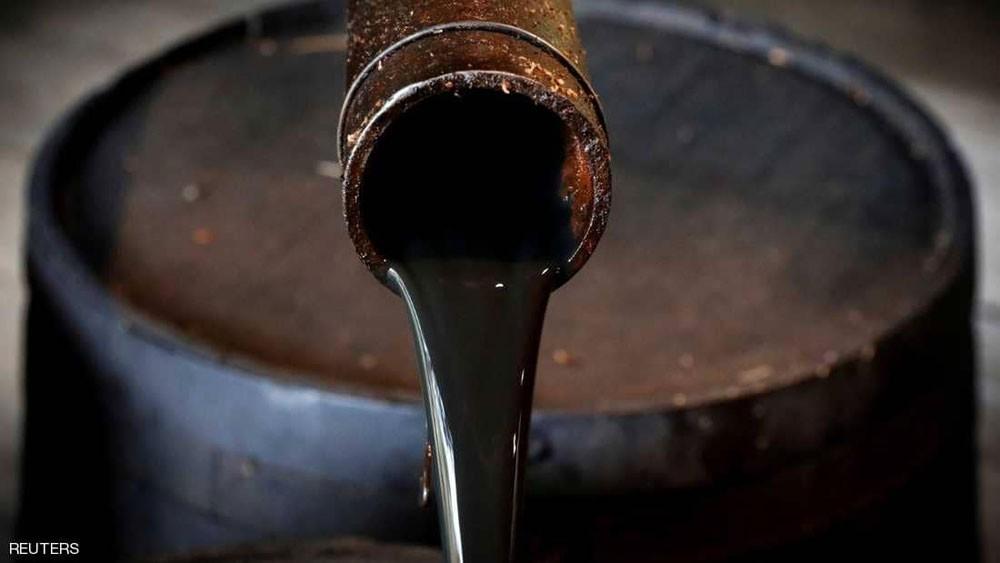 النفط يتراجع بعد وصول الإنتاج الأميركي لمستوى قياسي