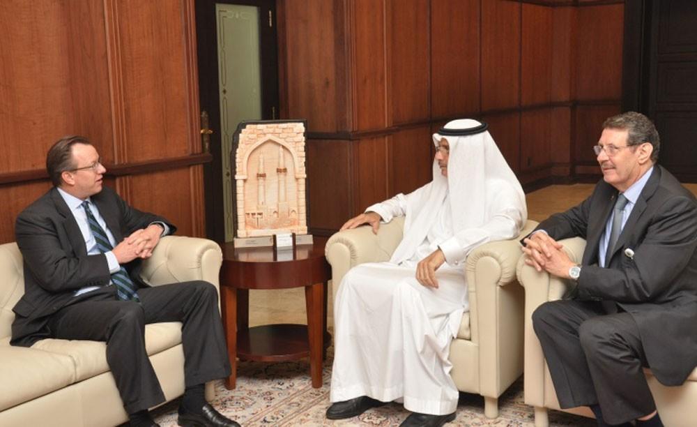 السفير الأمريكي يبحث افاق التعاون خلال زيارته لجامعة الخليج العربي