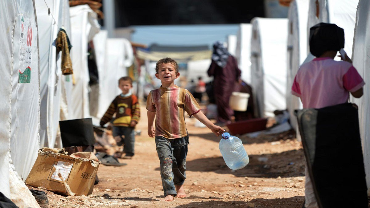 """سوريا.. اكتمال مساعدات """"الركبان"""" و""""اليرموك"""" يعود للحياة"""