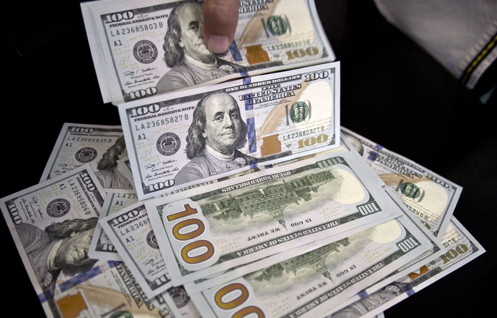 الدولار يواصل مكاسبه بدعم من نتائج انتخابات الكونغرس