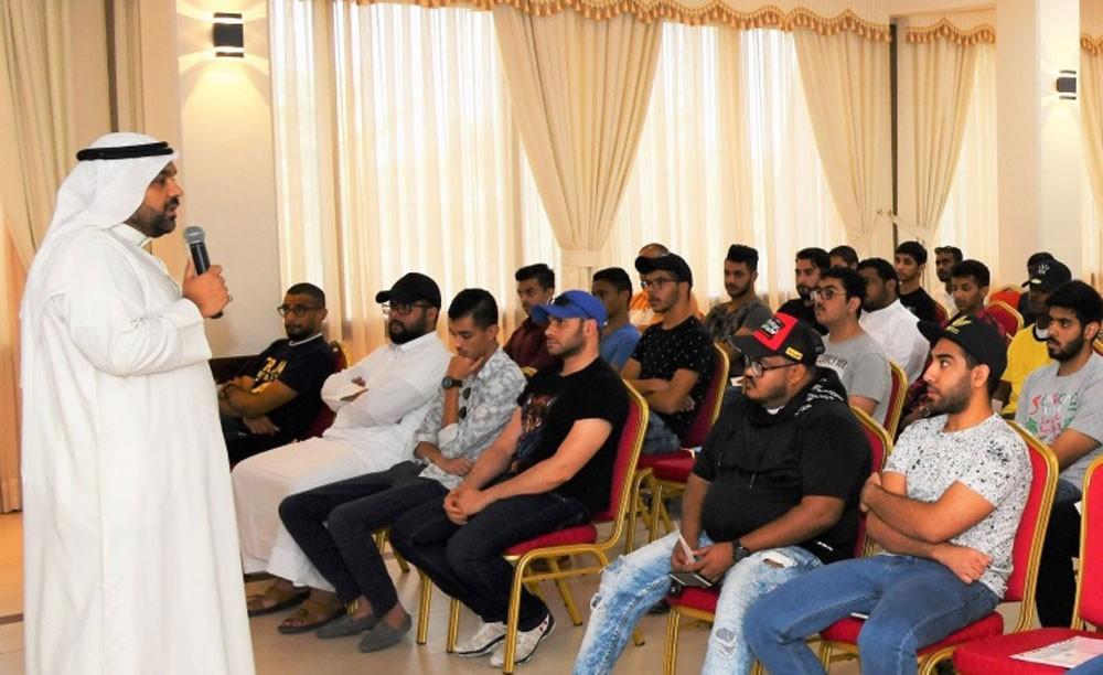 وزارة العمل تنفذ برنامج التدريب مع ضمان التوظيف