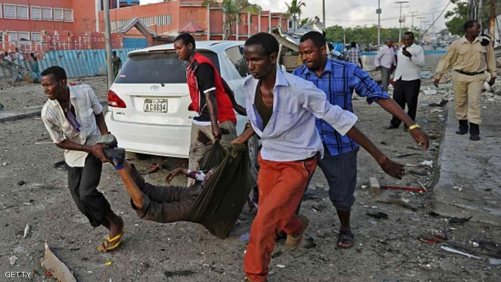 """سيارات ملغومة توقع 17 قتيلا في مقديشو.. و""""الشباب"""" تتبنى"""
