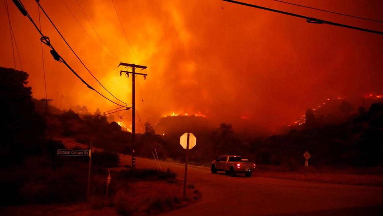 حريق ضخم يجتاح شمال كاليفورنيا.. ووفاة 9 أشخاص