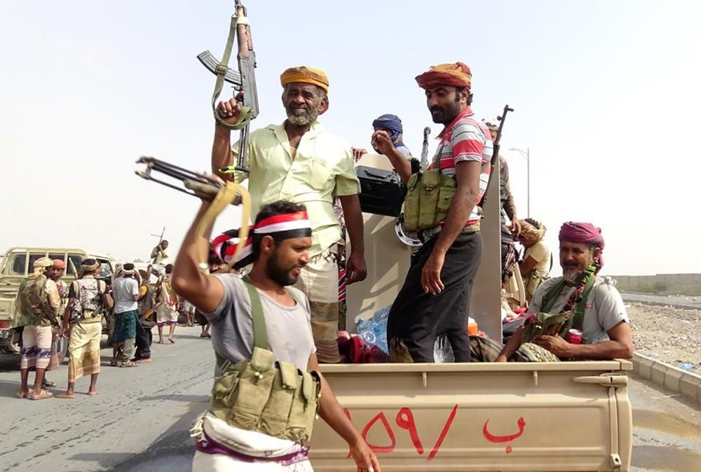 """اليمن.. الشرعية تستعيد """"مواقع حيوية"""" بالحديدة"""