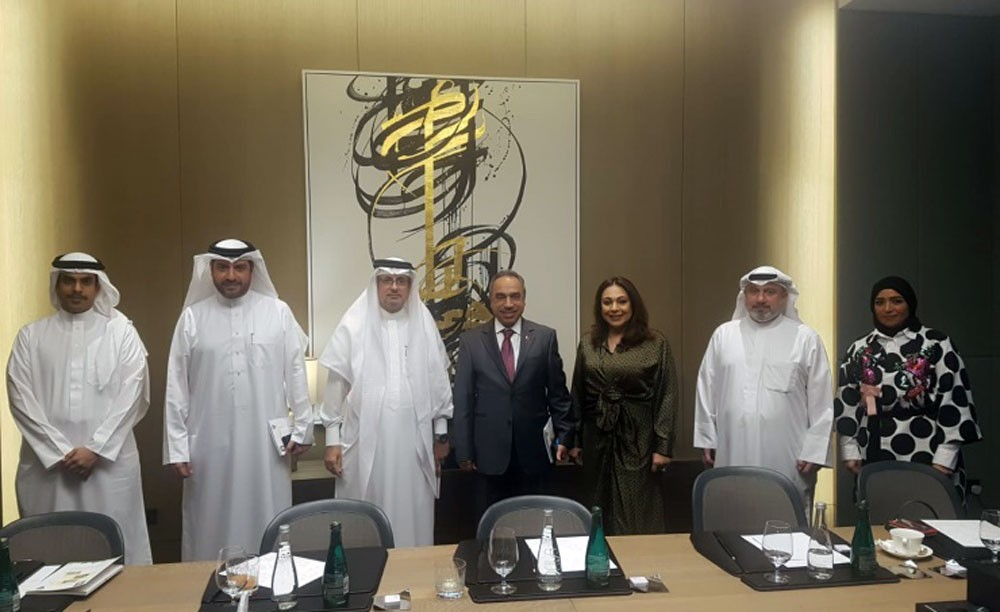 وزير الأشغال يطلع على تجربة إدارة المخلفات في الكويت