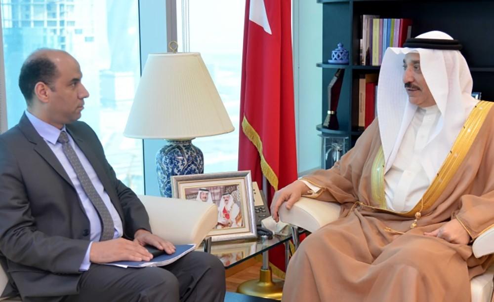 وزير العمل يستعرض تجربة البحرين في تطوير سوق العمل مع وكيل وزارة القوى العاملة المصرية