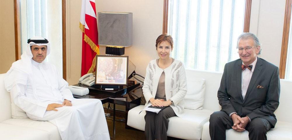 وزير الإعلام يبحث تعزيز علاقات التعاون والصداقة مع فرنسا