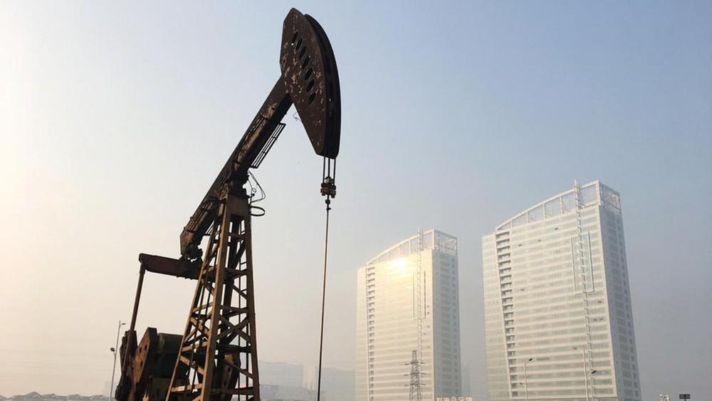 النفط يبدد مكاسبه ويهبط 2% بعد طلب ترمب عدم خفض الإنتاج
