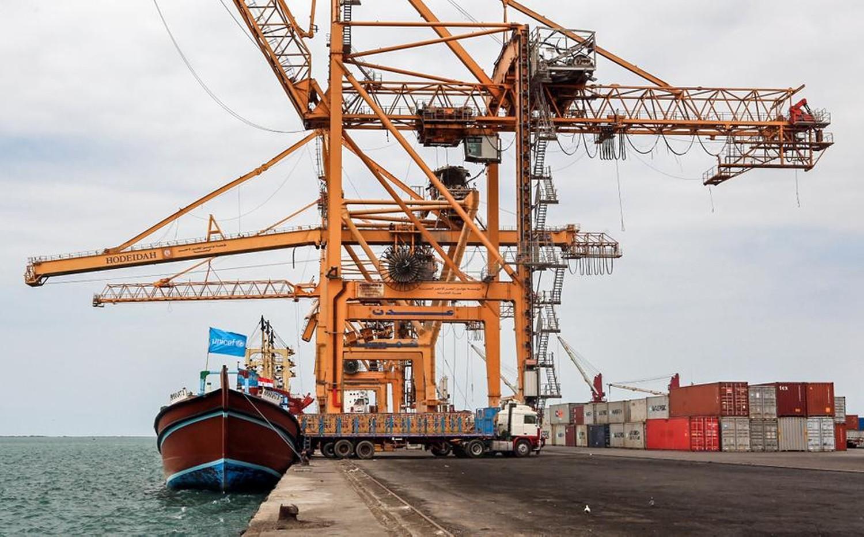 الحوثيون يستهدفون ميناء الحديدة بصاروخ باليستي