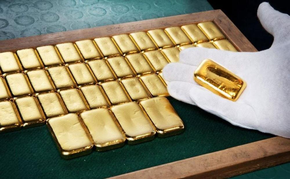 الذهب يرتفع 1% مع تراجع الدولار