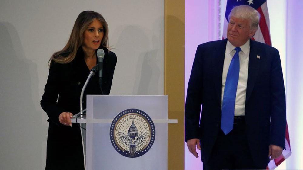 ترمب يقيل مسؤولة بالبيت الأبيض طلبت زوجته علانية طردها