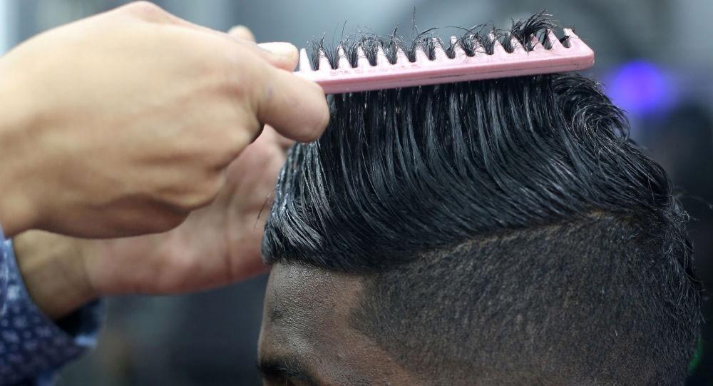 """الكشف عن أسباب """"غير عادية"""" لتساقط الشعر"""