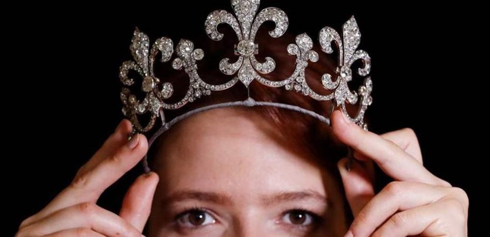 """بيع حلي ملكة فرنسا ماري-أنطوانيت في صفقة """"لا تتكرر في العمر"""""""