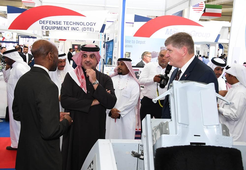 سمو الممثل الشخصي لجلالة الملك يقوم بجولة في معرض البحرين للطيران