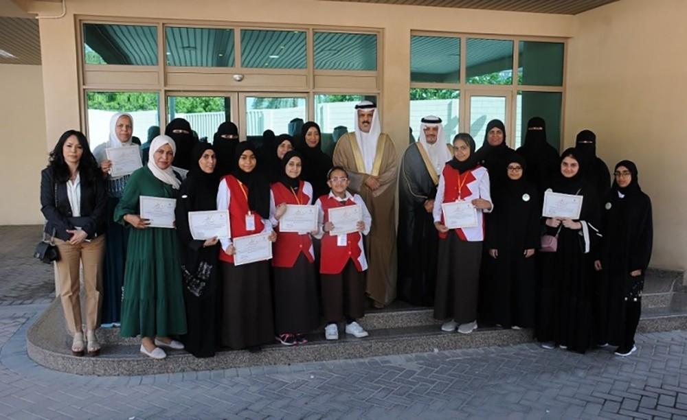 وزير التربية يكرم الفائزات في مسابقة المدارس الصديقة لمكتب التربية العربي لدول الخليج