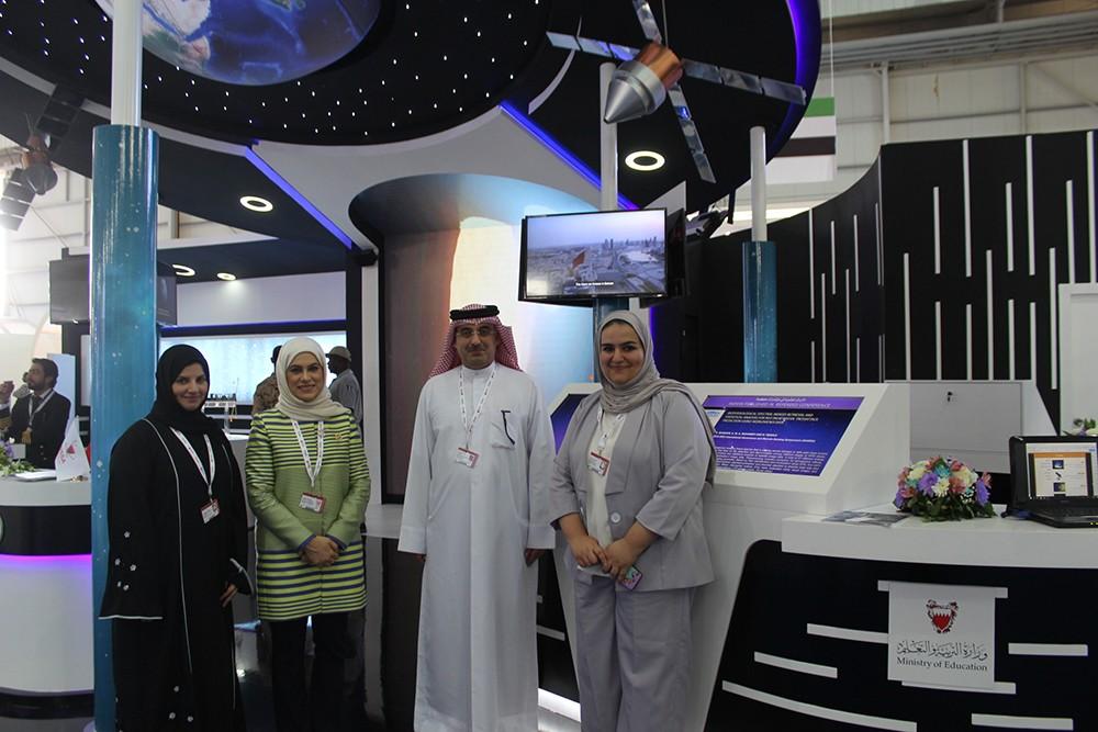 """""""التربية"""" تستعرض بحوثا علمية في مجال علوم الفضاء في معرض البحرين الدولي للطيران"""
