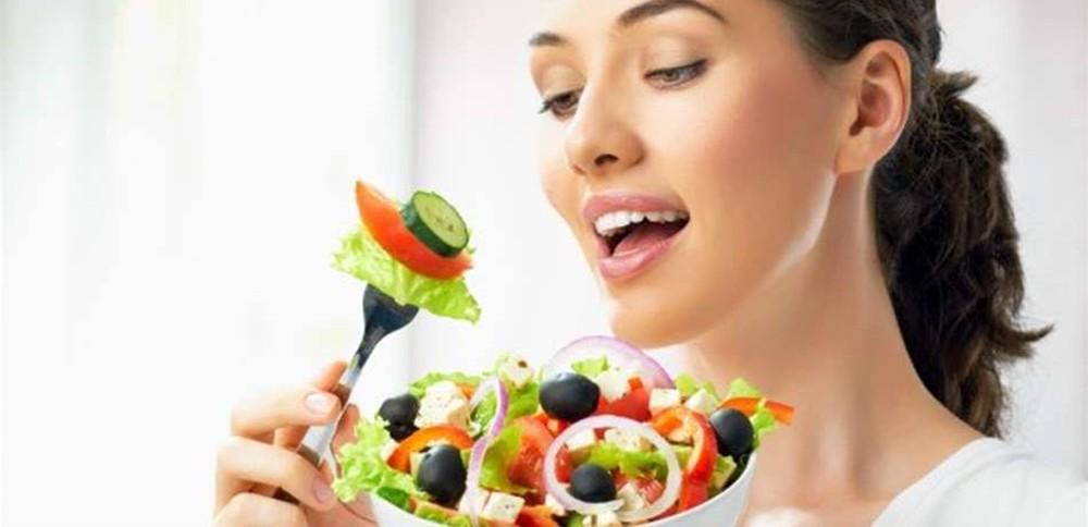 """إلى """"النباتيين"""".. نظامكم الغذائي ليس """"آمناً"""" كما تظنوّن!"""