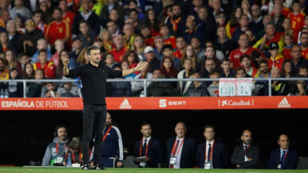 إنريكي: الحظ حرم إسبانيا من التأهل إلى نصف النهائي