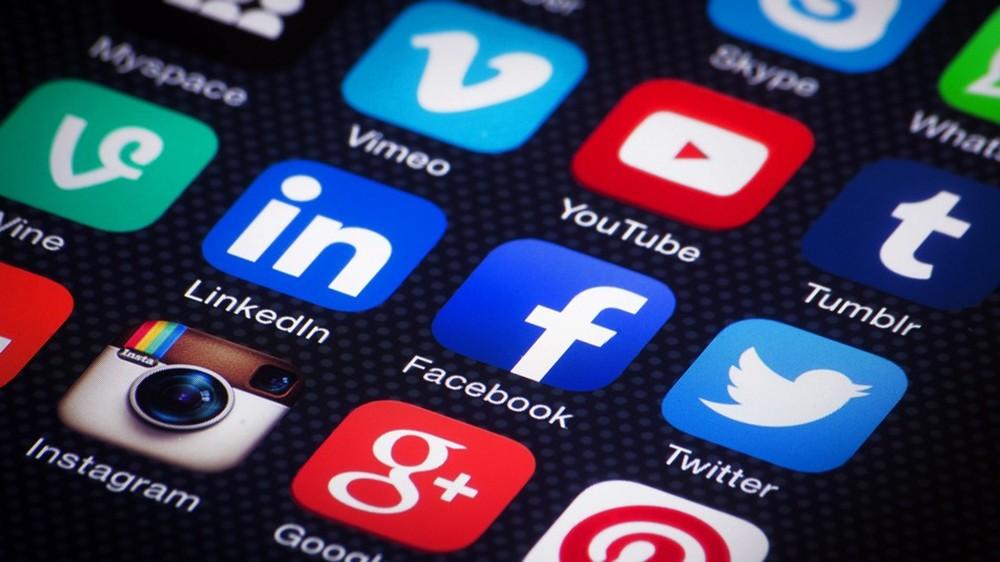 قضاء وقت أقل على وسائل التواصل الإجتماعي يمكن أن يقلل من الشعور بالوحدة