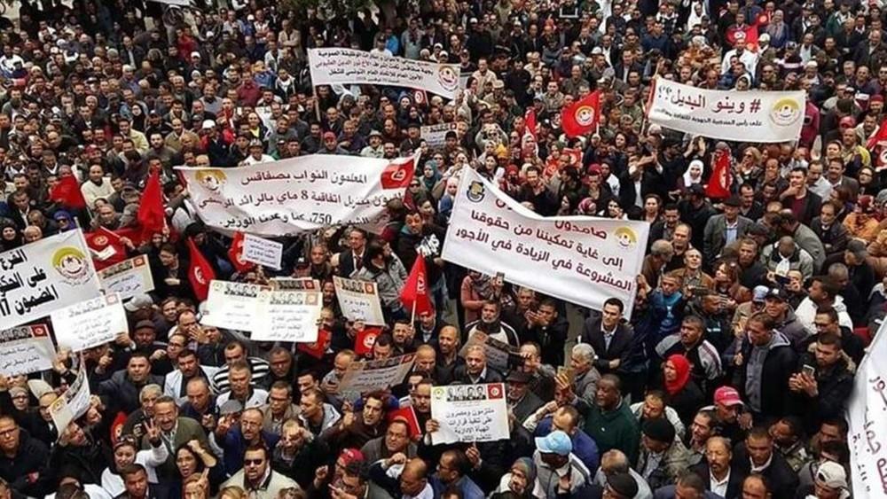 """إضراب """"غير مسبوق"""" للقطاع العمومي في تونس"""