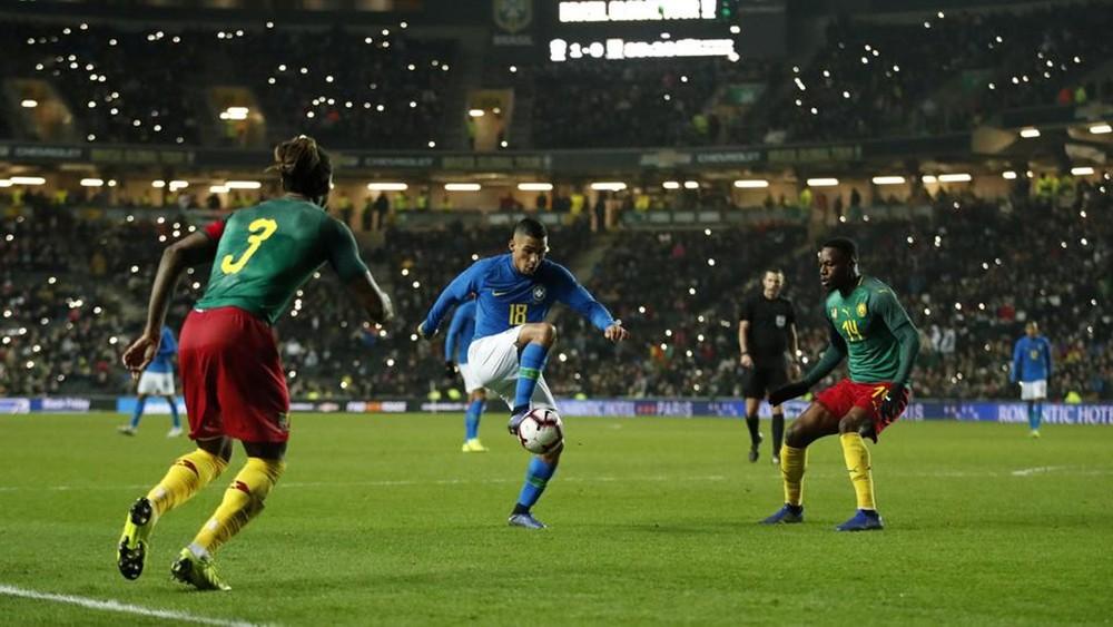 البرازيل تتغلب على الكاميرون في مباراة ودية