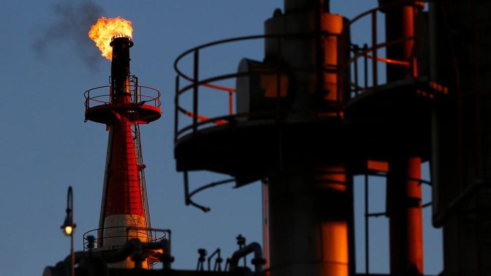 """النفط يتراجع إلى نحو 60 دولارا بفعل تصريحات من """"أوبك"""""""