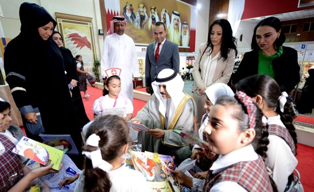 وزير التربية والتعليم يفتتح معرض تحدي القراءة العربي للكتاب
