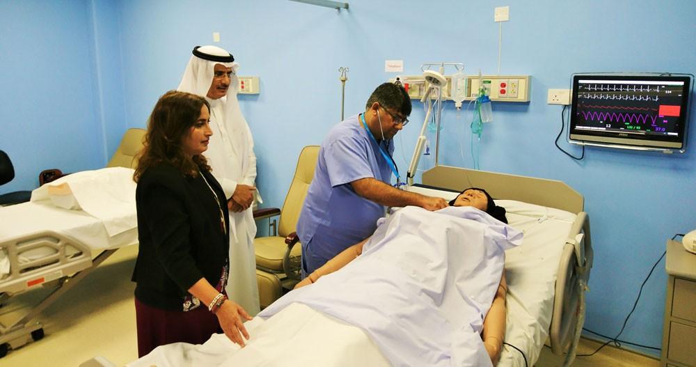الجلاهمة تطلع على إمكانات مركز المحاكاة الطبية بجامعة الخليج العربي
