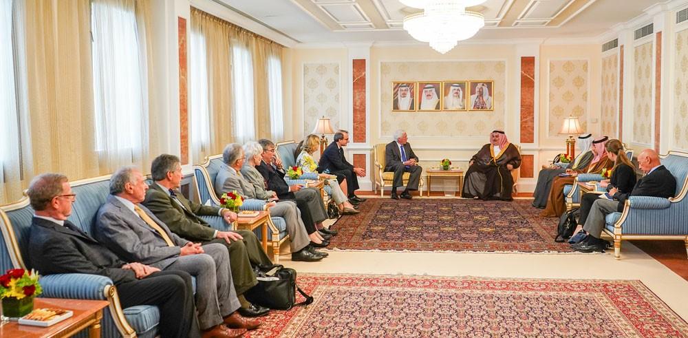 وزير الخارجية يستقبل وفدًا من أعضاء اللجنة الأمريكية اليهودية