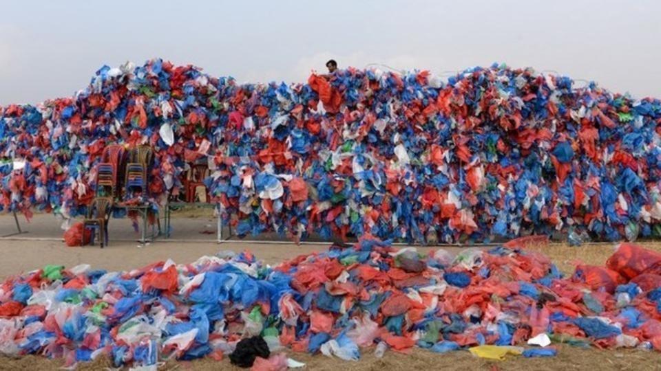 """""""بحر ميت واحد يكفينا"""" و100 ألف كيس بلاستيكي لرفع الوعي"""