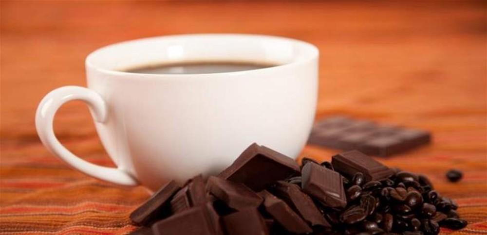 فوائد مذهلة لـ7 مواد تضاف إلى الشاي.. هل جربت أن تدمج الشوكولا معه؟