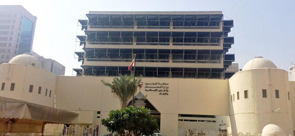 استدعاء شهود إثبات تلقي شخصين أموالا من وزير قطري سابق