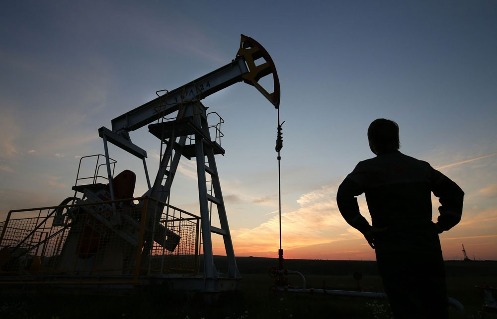 """النفط يرتفع بعد اتفاق """"أوبك"""" على خفض الإنتاج"""
