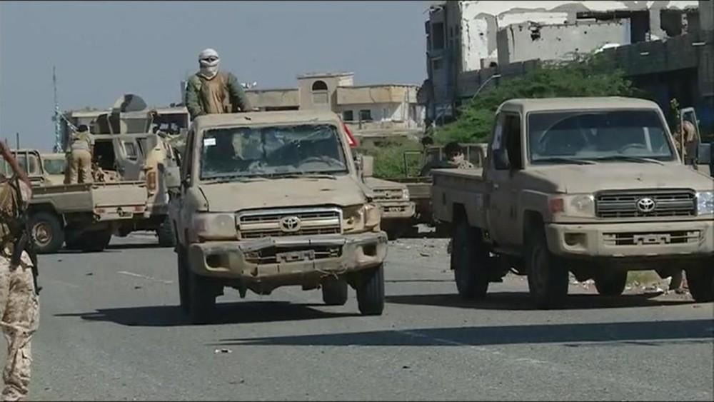 الجيش اليمني يعثر على مخزن أسلحة بصعدة.. ويتقدم في لحج