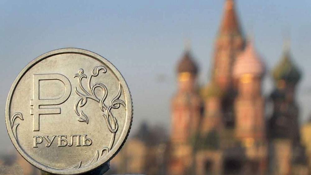 النفط يواصل ضغطه على الروبل الروسي