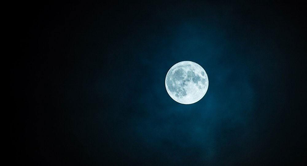 اكتشاف جسم مستطيل على سطح القمر