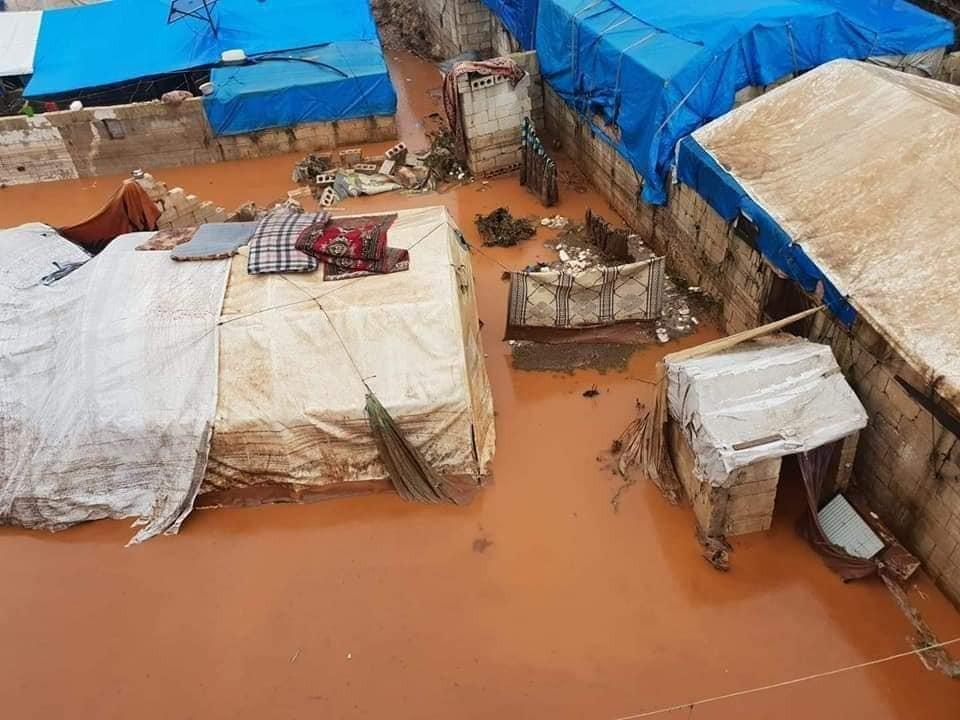مآسٍ إنسانية بمخيمات مهجري الحرب السورية