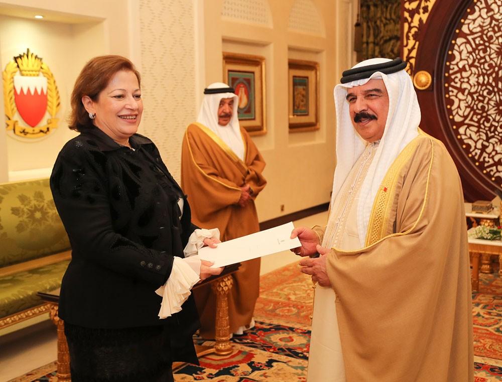 جلالة الملك المفدى يتسلم رسالة خطية من رئيس جمهورية مصر العربية